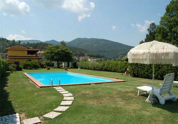 Toskana, Ferienhaus mit Pool und eingezäunten 1200 qm Garten, bis 8 Personen, 200 qm